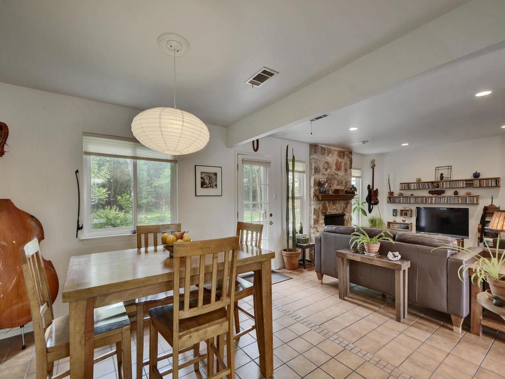 7704 Malvern Hill Ct-MLS_Size-015-29-Kitchen and Breakfast 07-1024x768-72dpi