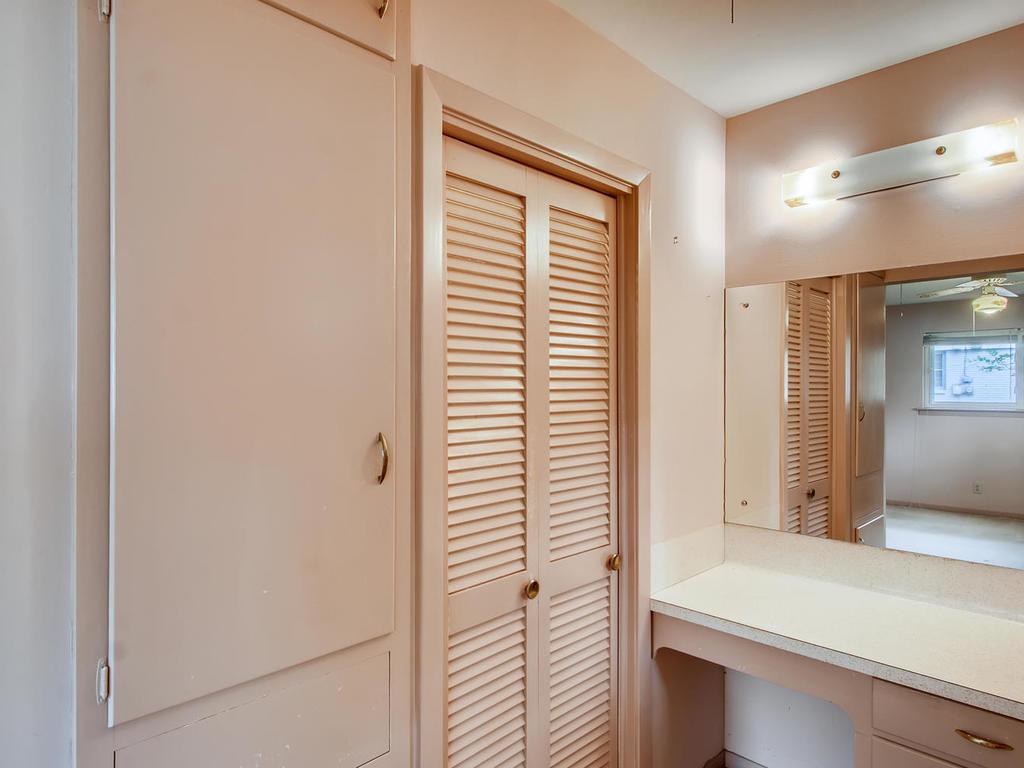 2725 Barton Skyway Austin TX-018-050-Master Bathroom-MLS_Size