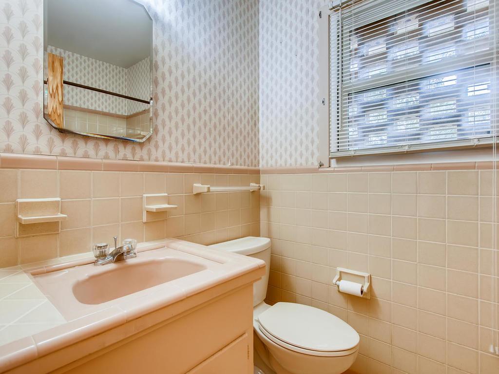 2725 Barton Skyway Austin TX-019-041-Master Bathroom-MLS_Size