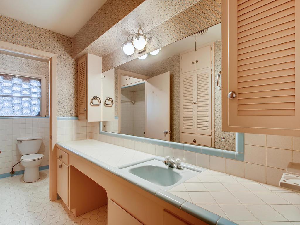 2725 Barton Skyway Austin TX-022-045-Bathroom-MLS_Size