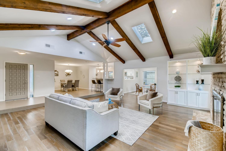 11902 Brookwood Circle Austin-large-007-013-Living Room-1500x1000-72dpi