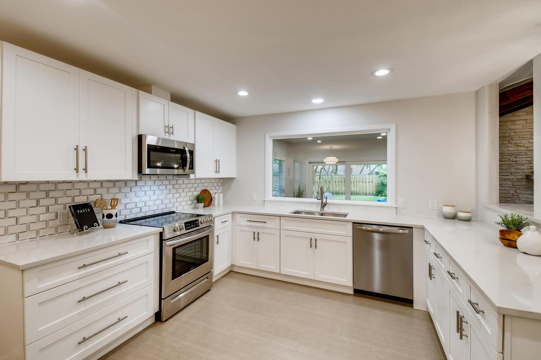 11902 Brookwood Circle Austin-large-011-023-Kitchen-1500x1000-72dpi