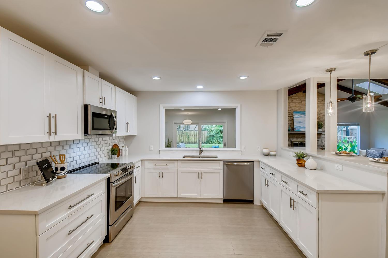 11902 Brookwood Circle Austin-large-014-007-Kitchen-1500x1000-72dpi