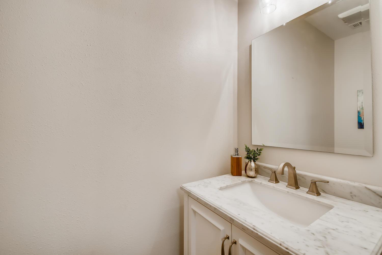 11902 Brookwood Circle Austin-large-017-020-Powder Room-1500x1000-72dpi