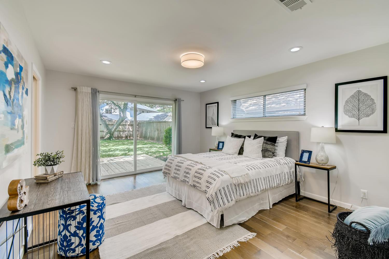 11902 Brookwood Circle Austin-large-018-010-Master Bedroom-1500x1000-72dpi