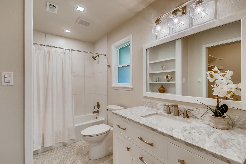 11902 Brookwood Circle Austin-large-020-026-Master Bathroom-1500x1000-72dpi