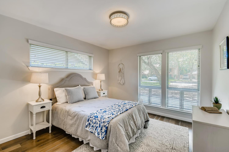 11902 Brookwood Circle Austin-large-022-012-Bedroom-1500x1000-72dpi