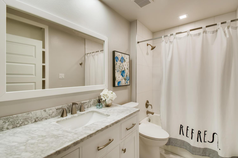 11902 Brookwood Circle Austin-large-023-025-Bathroom-1500x1000-72dpi