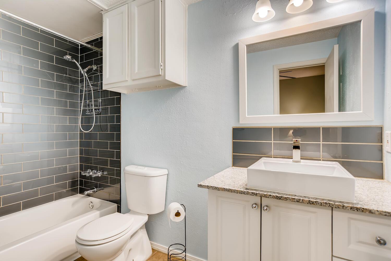 802 S 1st St Unit 205 Austin-large-018-012-Master Bathroom-1500x1000-72dpi